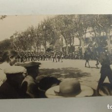 Postales: POSTAL. FOTOGRAFIA DESFILE MILITAR EN EL PASEO DE GRACIA DE BARCELONA MARZO 1916. Lote 67421153