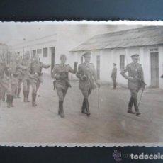 Postales: POSTAL FOTOGRÁFICA MELILLA. CUARTEL DEL ESCUADRÓN DE AMETRALLADORAS A CABALLO Nº3. AÑO 1948. Lote 81412556