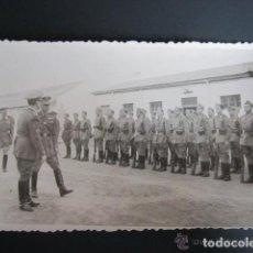 Postales: POSTAL FOTOGRÁFICA MELILLA. CUARTEL DEL ESCUADRÓN DE AMETRALLADORAS A CABALLO Nº3. AÑO 1948. Lote 81415432