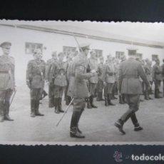 Postales: POSTAL FOTOGRÁFICA MELILLA. CUARTEL DEL ESCUADRÓN DE AMETRALLADORAS A CABALLO Nº3. AÑO 1948. Lote 81417668