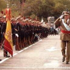 Postales: TARJETA POSTAL REVISTA DE ARMAS REY JUAN CARLOS I EDICION PRIVADA. Lote 110160279