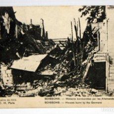 Postales: ANTIGUA POSTAL DE TEMATICA MILITAR. CASAS BOMBARDEADAS EN SOISSONS (FRANCIA). SIN CIRCULAR. Lote 111227443