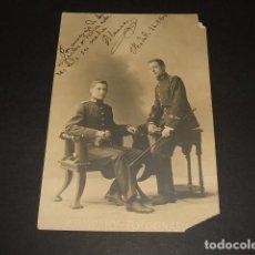 Postales: MADRID 1904 POSTAL FOTOGRAFICA RETRATO DE DOS HERMANOS MILITARES COMPAÑY FOTOGRAFO. Lote 116195915