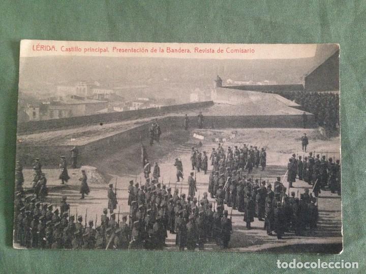 LERIDA . CASTILLO PRINCIPAL. PRESENTACIÓN DE LA BANDERA. REVISTA DE COMISARIO. ESCRITA 1916 (Postales - Postales Temáticas - Militares)