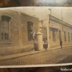 Postales: TARJETA POSTAL ENTRADA AL CUARTEL MILITAR MUY ANTIGUA. Lote 127564735