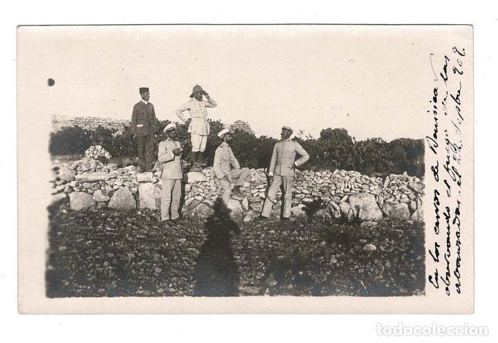 CAMPAÑA DEL RIF 1909 - EN LOS CERROS DE BENI SICA OBSEVANDO EL FUEGO DE LAS AVANZADAS (Postales - Postales Temáticas - Militares)