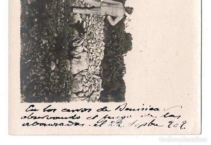 Postales: CAMPAÑA DEL RIF 1909 - EN LOS CERROS DE BENI SICA OBSEVANDO EL FUEGO DE LAS AVANZADAS - Foto 2 - 131994194