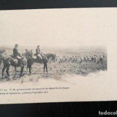 Postales: POSTAL DE LA ACADEMIA DE INFANTERIA GABINETE FOTOGRAFICO 1911 - 47 - S.M. PRESENCIANDO UN EJERCICIO. Lote 138657350