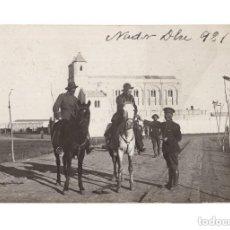 Postales: GUERRA DEL RIF. POSTAL FOTOGRÁFICA.- NADOR 1921. DESPIDIENDO A UN COMPAÑERO QUE VINO DE TETUAN. Lote 146198622
