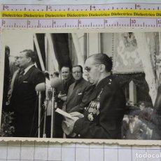 Postales: FOTO FOTOGRAFIA POLÍTICO MILITAR. AÑOS 40 60. DISCURSO MILITAR FALANGISTA SINDICALISTA. 2312. Lote 155864394