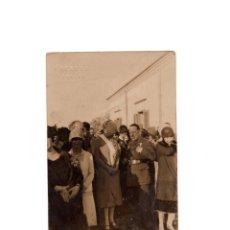 Postales: LARACHE. GENERAL SANJURJO Y SEÑORA DUQUESA DE GUISA. TRAS IMPONERSE LA GRAN CRUZ DE LA BENEFICIENCIA. Lote 166348310