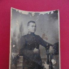 Postales: POSTAL SOLDADO. FOTO DE ESTUDIO. FOTÓGRAFO RICARDO GÓMEZ. MELILLA. AÑO 1922.. Lote 179330663