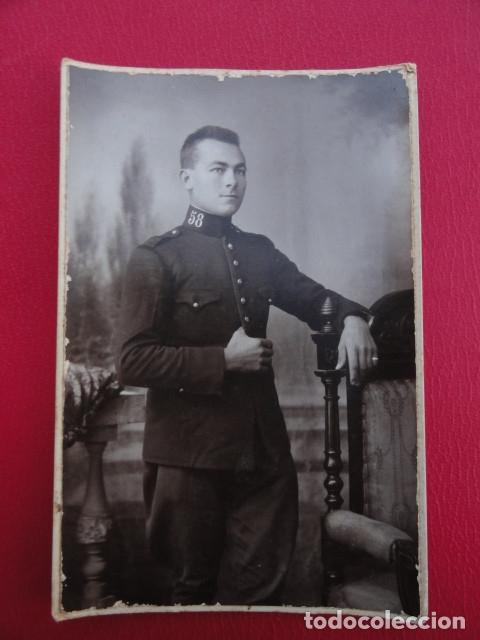 POSTAL SOLDADO. FOTO DE ESTUDIO. FOTÓGRAFO RICARDO GÓMEZ. MELILLA. AÑO 1922. (Postales - Postales Temáticas - Militares)