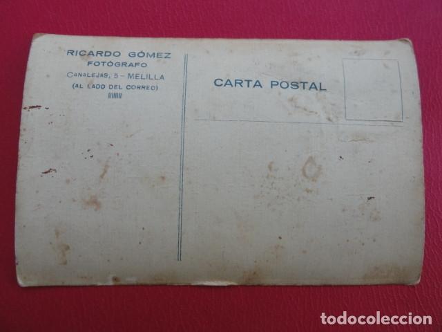 Postales: POSTAL SOLDADO. FOTO DE ESTUDIO. FOTÓGRAFO RICARDO GÓMEZ. MELILLA. PP. S. XX. - Foto 2 - 179331086
