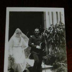 Postales: FOTO POSTAL DE BODA DE LA ALTA SOCIEDAD EN 1920, NO CIRCULADA.. Lote 180237395
