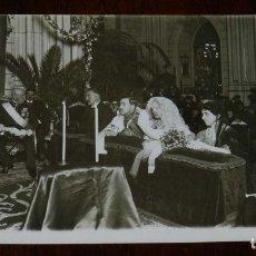 Postales: FOTO POSTAL DE BODA DE LA ALTA SOCIEDAD EN 1920, NO CIRCULADA.. Lote 180237693