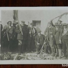 Postales: FOTO POSTAL DE CAZADORES Y GUARDAS DE FINCA, AÑO 1920, NO CIRCULADA.. Lote 180240958