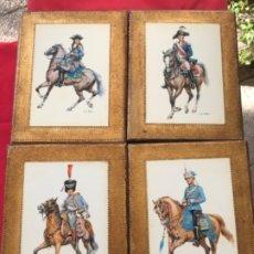 Postales: MILITAR A CABALLO DIBUJO POSTAL CUATRO CUADROS EJERCITO CABALLERIA EJERCITOS UNIFORME EPOCA FIRMADOS. Lote 182612713
