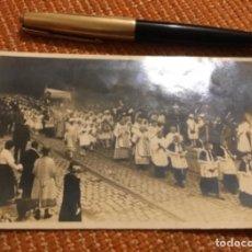 Postales: MUY ANTIGUA POSTAL FOTOGRÁFICA PROCESIÓN CON MILITARES . Lote 183736555