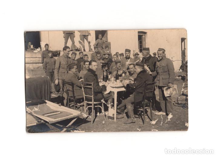 CAMPAÑA DEL RIF - MERIENDA. GRUPO DE OFICIALES. POSTAL FOTOGRÁFICA. (Postales - Postales Temáticas - Militares)