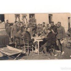 Postales: CAMPAÑA DEL RIF - MERIENDA. GRUPO DE OFICIALES. POSTAL FOTOGRÁFICA.. Lote 191076773