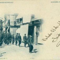 Postales: TOLEDO ACADEMIA DE INFANTERÍA CADETES A MISA. CIRCULADA EN 1902. MUY RARA.. Lote 194335461