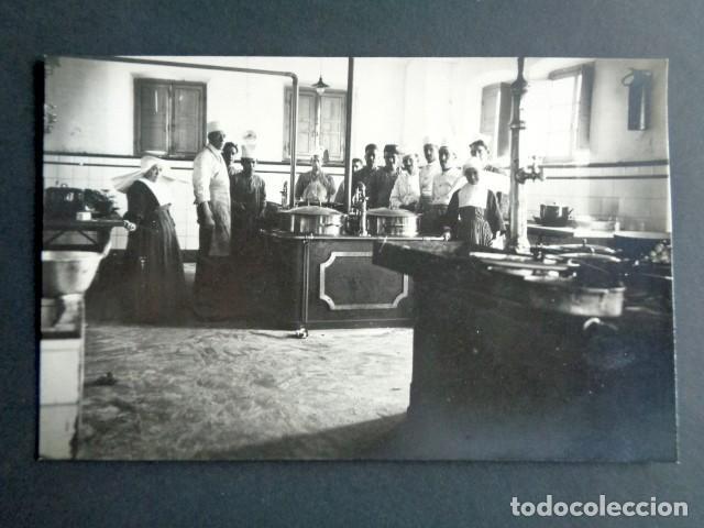 POSTAL FOTOGRÁFICA. HOSPITAL MILITAR ESPAÑOL DE TETÚAN. SALA DE COCINA. 1921. (Postales - Postales Temáticas - Militares)