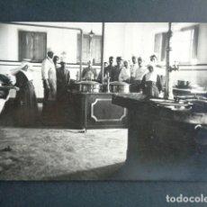 Postales: POSTAL FOTOGRÁFICA. HOSPITAL MILITAR ESPAÑOL DE TETÚAN. SALA DE COCINA. 1921.. Lote 195215000