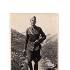 Postales: POSTAL FOTOGRÁFICA. MILITAR CAMINO AL CUARTEL. 1933.. Lote 196362170