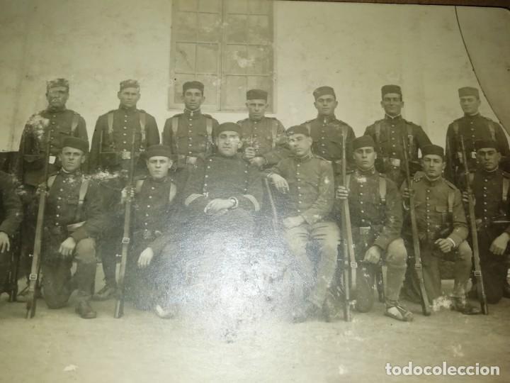 Postales: dos postales una de soldados posando y otra de grupo militares - Foto 3 - 6740864