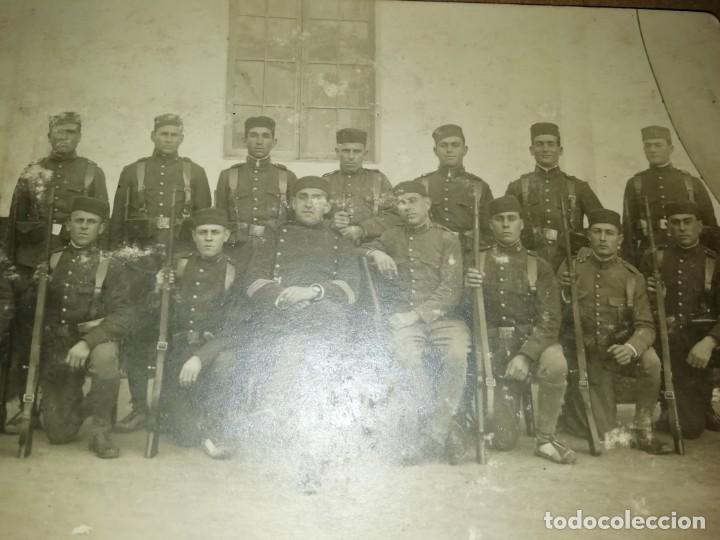 Postales: dos postales una de soldados posando y otra de grupo militares - Foto 4 - 6740864