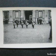 Postales: MADRID-DESFILE MILITAR PARA SM. EL REY-PALOMOQUE-FOTOGRAFICA-POSTAL ANTIGUA-(71.830). Lote 209152960