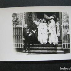 Postales: MADRID-S.M. EL REY VISITA EL CUARTEL DE ALABARDEROS-PALOMOQUE-FOTOGRAFICA-POSTAL ANTIGUA-(71.833). Lote 209153163