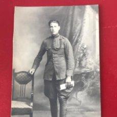 Postales: POSTAL. FOTOGRAFÍCA DE SOLDADO DE ARTILLERIA, 1920'S.. Lote 213093430