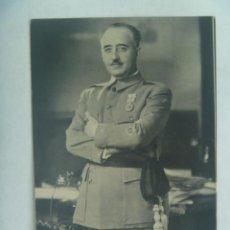 Postales: POSTAL DEL CAUDILLO FRANCO CON MEDALLA MILITAR INDIVIDUAL Y FAJIN. LIBRERIA FERNANDO FE, VALENCIA. Lote 224707852