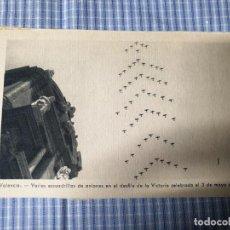 Postales: POSTAL MILITAR ANTIGUA VALENCIA. ESCUADRILLAS AVIONES DESFILE 03/05/1939. FOTO QUINTANA. Lote 225599861