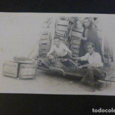 Postales: SOLDADOS SANIDAD MILITAR CON COMPAÑERO EN CAMILLA POSTAL FOTOGRAFICA AÑOS 20. Lote 226134090