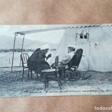 Postales: TARJETA POSTAL MELILLA - GENERAL MARINA RECIBIENDO CONFIDENCIA DEL MORO AMADI. Lote 257343235