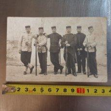 Postales: PRECIOSA TARJETA POSTAL FOTOGRÁFICA DE MILITARES SOLDADOS ESPAÑOLES DE 1900S-1920S. Lote 267795709