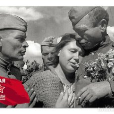 Postales: WWII SOVIET SOLDIERS RETURN HOME AFTER VICTORY WAR NEW UNPOSTED POSTCARD. Lote 278728643