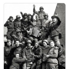 Postales: WWII SOVIET & USA SOLDIERS TROOPS IN GERMANY PHOTO USSR NEW POSTCARD. Lote 278728943