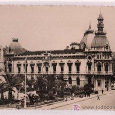 Postales: TARJETA POSTAL DE CARTAGENA, MURCIA Nº 33. AYUNTAMIENTO Y HEROES DE CAVITE. FOTO CASAU. Lote 13211441