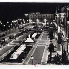 Postales: MURCIA. GLORIETA ESPAÑA, VISTA DE NOCHE, AL FONDO EL HOTEL VICTORIA. ED. ARRIBAS. SIN CIRCULAR. Lote 16452709