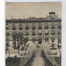 Postales: TARJETA POSTAL DETALLE GLORIETA DE ESPAÑA AL FONDO HOTEL VICTORIA MURCIA . Lote 16522614