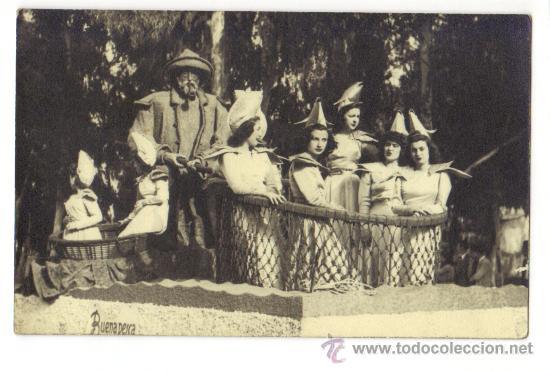 MURCIA-BATALLA DE LAS FLORES EN CARROZA -BUENA PESCA-SRTAS. CON PESCADOR (Postales - España - Murcia Moderna (desde 1.940))
