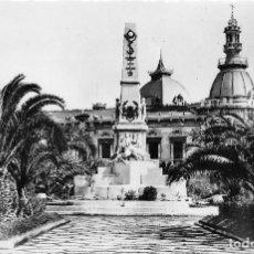 Postales: CARTAGENA.-. MONUMENTO A LOS HÉROES DE CAVITE Y AYUNTAMIENTO. Lote 76065947