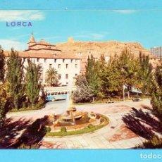 Postales: POSTAL DE LORCA PLAZA DE COLÓN AL FONDO EL CASTILLO EDITÓ ARRIBAS CIRCULADA AÑO 1974. Lote 78233101