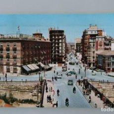 Postales: ANTIGUA POSTAL MURCIA: HOTEL REINA VICTORIA Y GRAN VIA JOSE ANTONIO – AÑOS 60 - CIRCULADA . Lote 84930456