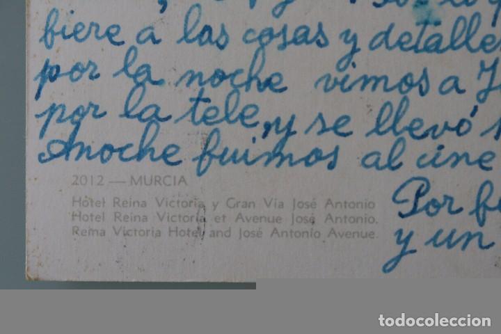 Postales: ANTIGUA POSTAL MURCIA: HOTEL REINA VICTORIA Y GRAN VIA JOSE ANTONIO – AÑOS 60 - CIRCULADA - Foto 2 - 84930456