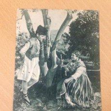 Postales: ANTIGUA POSTAL EN LA HUERTA DE MURCIA ESCENA AMOROSA KIOSKO LA VERDAD 1930 RARA. Lote 94662547